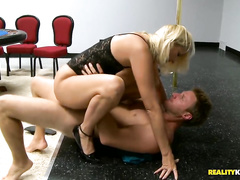 A married MILF gets fucked