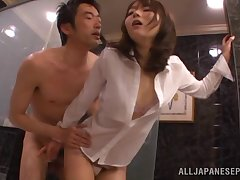 Japanese model Yuu Asakura drops on knees to suck a stiff Hawkshaw
