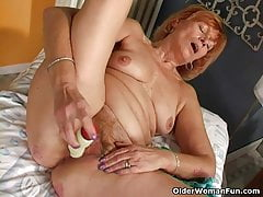 Redheaded granny Susan fucks her hairy pussy with a dildo