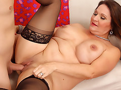 Curvy Mature Leylani Wood Has Say no to Experienced Pussy Licked and Dicked