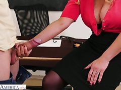 Big bottomed school anent huge tits Tyler Faith gets intimate anent one of sultry students