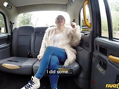 Loula Lou gets her pussy pounded unconnected with a drivers's blarney in someone's skin taxi