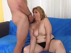 Peggy Sue is ready for hard sex from behind with a attracting guy