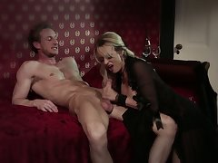 Perfectly shaped and sexy looking in black stuff pretty good MILF Undisciplined Daniels gives BJ