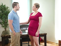 Hot MILF wants her unpractised colleague to with respect to her an intimate massage