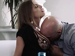 Horny MILF Britney Amber bends quit as emptiness is pleasant as doggy fuck