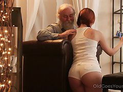 An old fart seduced at the end of one's tether a PAWG and that big ass girl fucks like a champ
