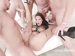 Jolee Dote on is having group sex in the middle of the day and enjoying it a lot