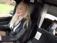 Female taxi drives gets laid with a handful be useful to of her customers