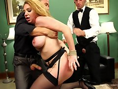 Kiki Daire deffinitely knows even so roughly please overhead one penis