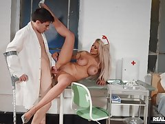 Nurse spreads legs for young patient with a huge unearth