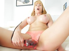 Amateur video for gaffer blonde MILF Amber moaning while masturbating