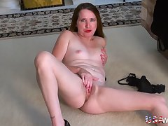 USAwives Of age Fingering and Toying Compilation