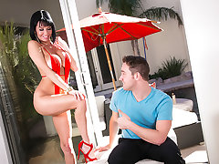 Veronica Avluv gets a wet juicy creampie