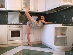 Hot ass MILF Anee Ocean pleasures her pussy nearby the kitchen