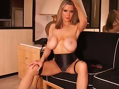 Amateur Girl Drying Her Hair 10 With Kylee Nash