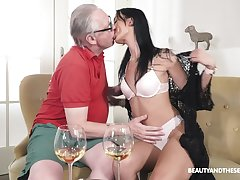 Old man fucks his unrefined niece and cums medial her
