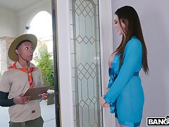 Wild interracial sex between a black scrounger and horny MILF Ariella Ferrera