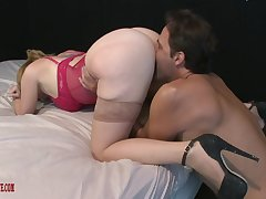 Big-boned bespectacled babe Kiki Daire gets her obese pussy stuffed full