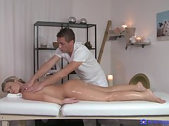 Masseur uses more than his distinct hands on a low-spirited oiled blonde