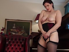 Video of horny adult Brianna Green playing with her prudish puss
