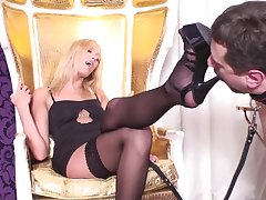 Fell Glamour Girls Have Shoe Cleaining Slaves