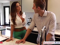 After tasty dinner big breasted housewife Ariella Ferrera wanna be nailed