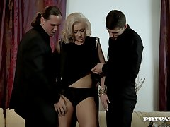 Frightening gangbang with double penetration be advantageous to Vicktoria Redd